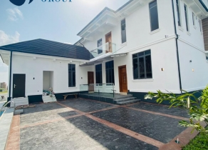 NEWLY BUILT 6 BEDROOMS FULLY DETACHED CONTEMPORARY SMART DUPLEX HOUSE WITH A BQ AND LARGE SWIMMING POOL AT COWRIE CREEK LEKKI LAGOS!!!